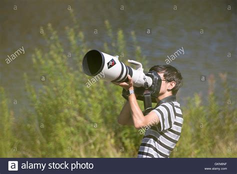 Man photographing birds big 500mm Canon telephoto lens on